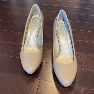 Women's tan heels